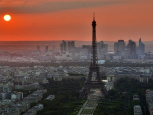 Kiwi.com glorious Paris skyline image marketing