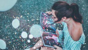 Girl on the ground reading - marketing branding advertising influencer